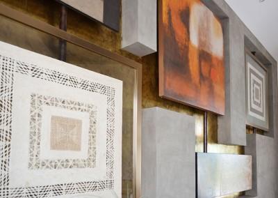 Sala etnica, cuadros, bronce y cobre,