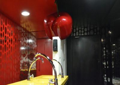 baño, discoteca, lola