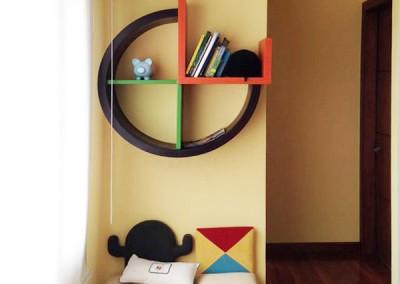 Cuarto de niño, librero circular, puffs desarmables