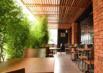 Restaurante, El Rey de las Menestras, diseño interior, diseño de interiores, comercial, Quito, Ecuador, diseño, gráfico, interiores, exteriores, mobiliario, lámparas, madera, tablones, pizarras, industrial, granja