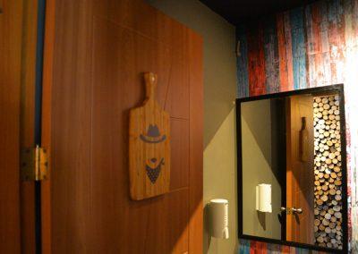Restaurante, El Rey de las Menestras, diseño interior, diseño de interiores, comercial, Quito, Ecuador, diseño, gráfico, interiores, exteriores, mobiliario, lámparas, madera, tablones, pizarras, industrial, granja, baños