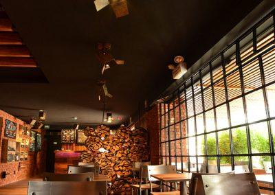 Restaurante, El Rey de las Menestras, diseño interior, diseño de interiores, comercial, Quito, Ecuador, diseño, gráfico, interiores, exteriores, mobiliario, lámparas, madera, tablones, pizarras, industrial, granja, sillas