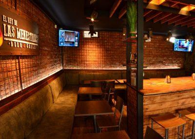 Restaurante, El Rey de las Menestras, diseño interior, diseño de interiores, comercial, Quito, Ecuador, diseño, gráfico, interiores, exteriores, mobiliario, lámparas, madera, tablones, pizarras, industrial, granja, mesas