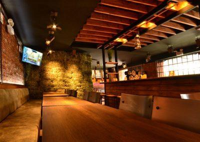 Restaurante, El Rey de las Menestras, diseño interior, diseño de interiores, comercial, Quito, Ecuador, diseño, gráfico, interiores, exteriores, mobiliario, lámparas, madera, tablones, pizarras, industrial, granja, paja